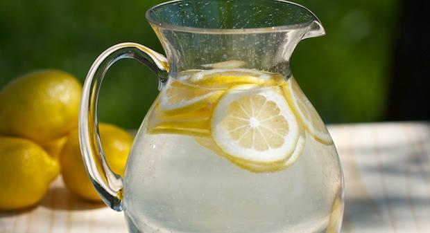 avantages du jus de citron et eau chaude le matin espaces fitness. Black Bedroom Furniture Sets. Home Design Ideas
